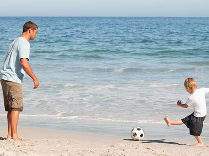 Exemplo é forma mais eficaz de educar crianças a conviver em paz com rivais esportivos (Foto: Shutterstock)