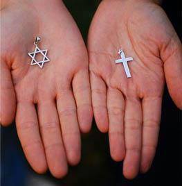 Antes de criticar a escolha do jovem, procure entender o que o levou a uma religião diferente da sua