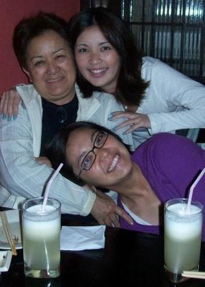 Haruko, Claudia e Bianca (de roxo na foto) são parte da família Nakazato, composta ainda pelo pai Tsuneo e os outros dois filhos Brenda e Ricardo (Foto: Reprodução)