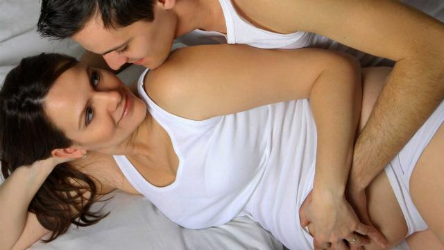 HGOT043_couple-intimate-sex-pregnancy_FS